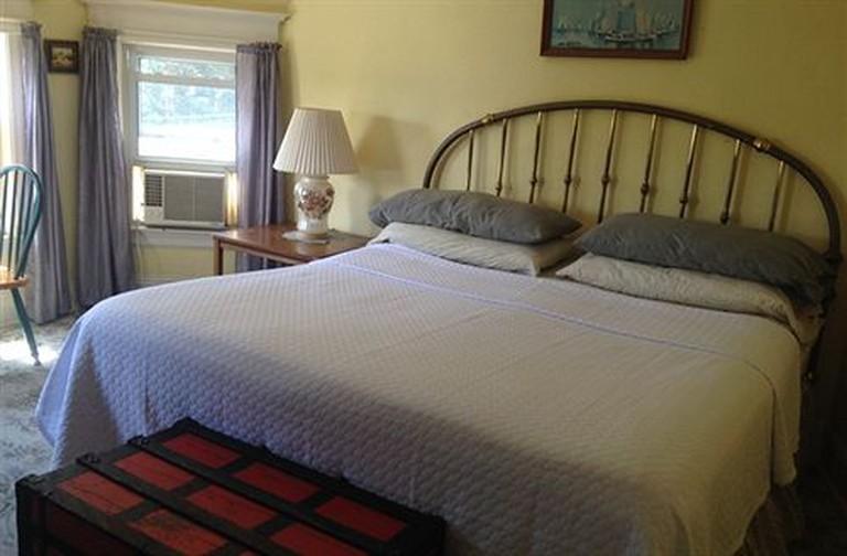 Harbor House Bed & Breakfast overlooks numerous New York City landmarks