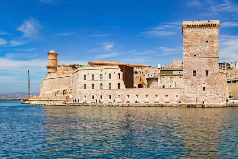 https://pixabay.com/en/fortress-fort-stone-architecture-2754323/