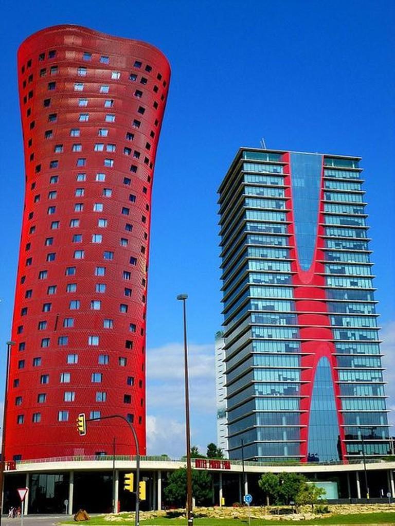 Hospitalet_de_Llobregat_-_Plaza_de_Europa,_Torres_de_Toyo_Ito_(Torres_Porta_Fira),_Hotel_Porta_Fira_y_Torre_Realia_BCN_09
