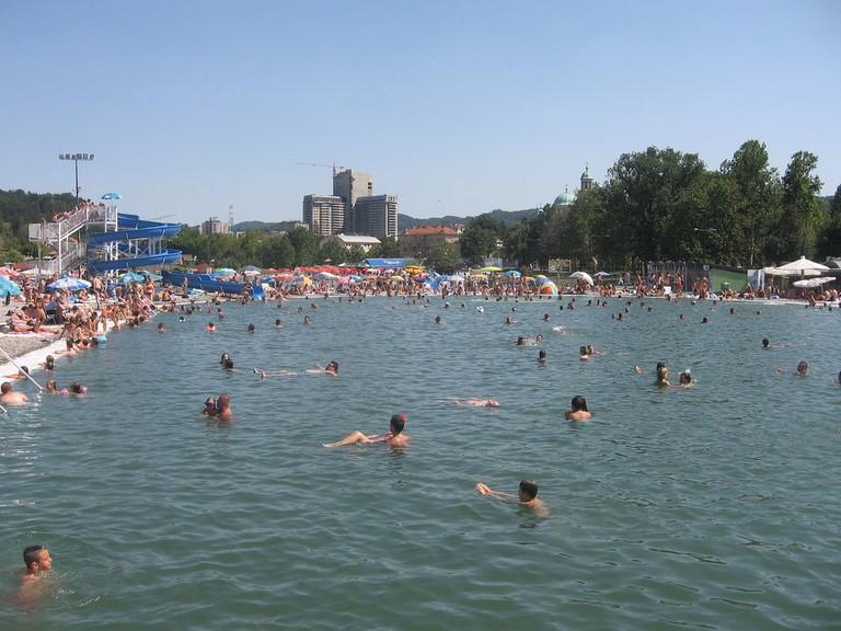 People swimming in Pannocia Lake | © Goran Necin/Flickr