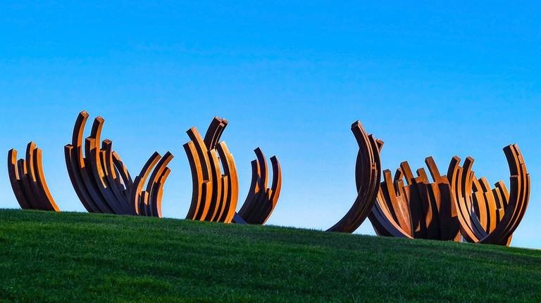 https://pixabay.com/en/sculpture-modern-art-metal-rust-1984122/