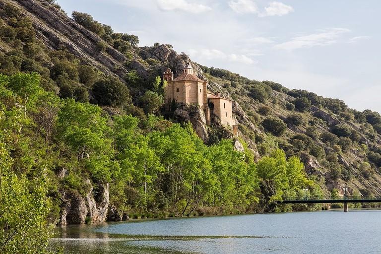 Ermita de San Saturio, Soria   ©Diego Delso / wikimedia Commons
