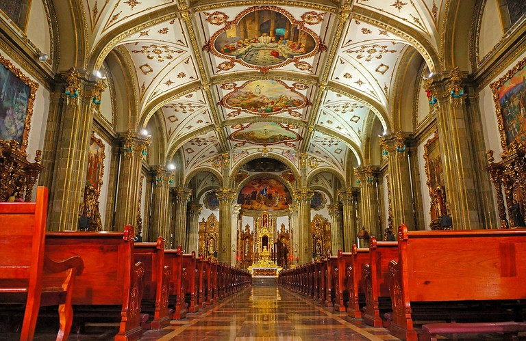 1200px-Iglesia_de_San_Juan_Bautista_-_01