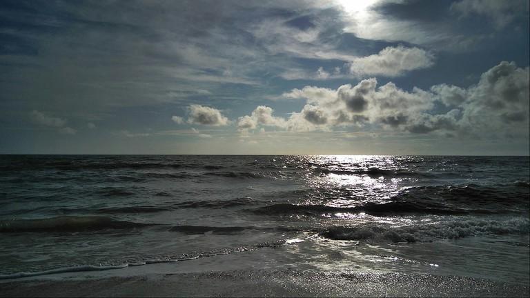 1280px-ECR_Beach-chennai