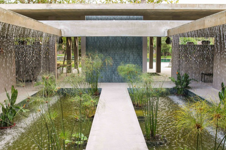 33-Waterfall-pond_Templation-resort_Angkor-Temples_Siem-Reap-Cambodia_MAADS