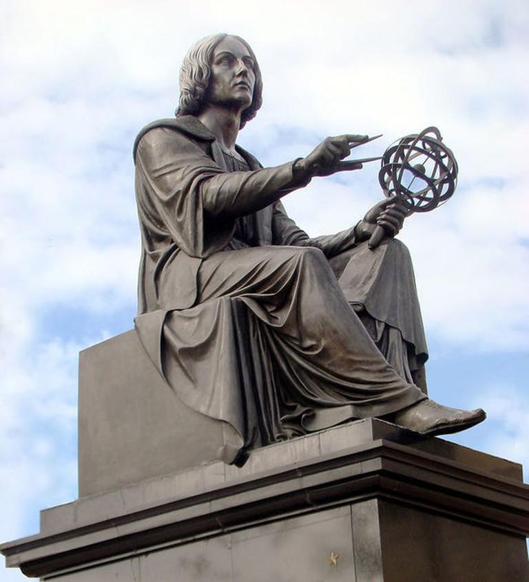 800px-Copernicus_by_Thorwaldsen_Warsaw_02
