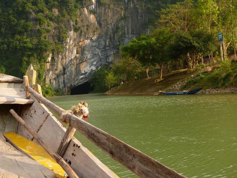 Cave ahoy! | © Mountain Ash/Flickr