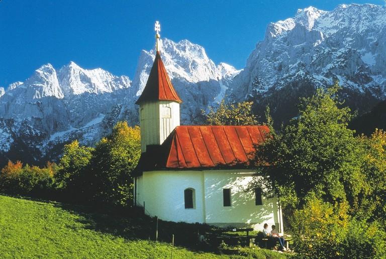 lowres_00000014414-wilder-kaiser-mountains-near-kufstein-antonius-church-oesterreich-werbung-Ascher - Edited