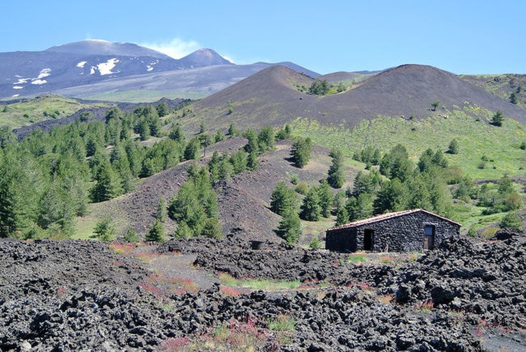 Mount_Etna_from_the_south_060313