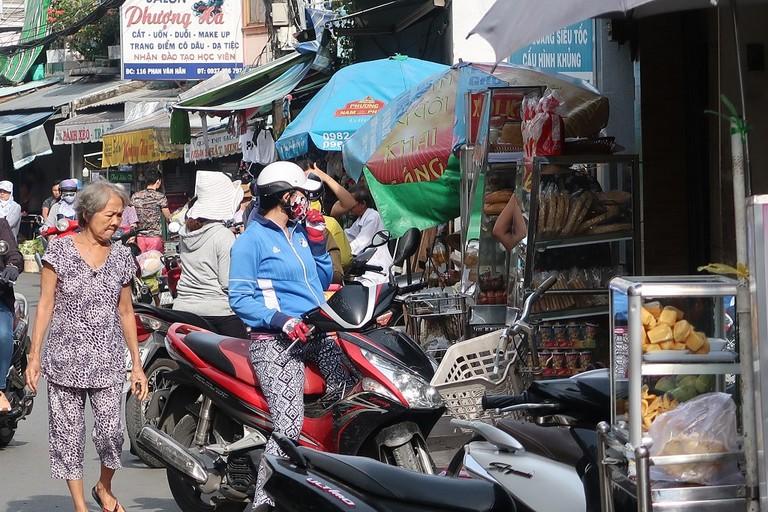 The never ending array of street food on Phan Van Han | © Sam Roth