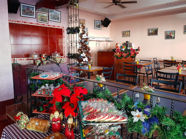 Cafe Olé during the holidays