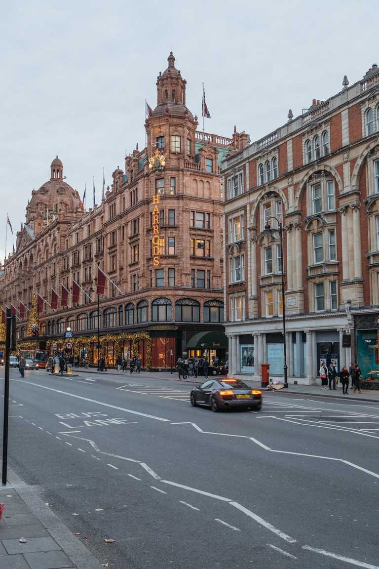 SCTP0059-DALLAROSA-UK-CHELSEA&KENSINGTON-137 Harrods is a shopper's paradise