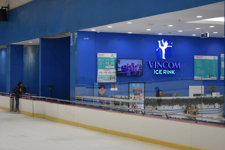 Ice rink at the Vincom Mall | © Matthew Pike