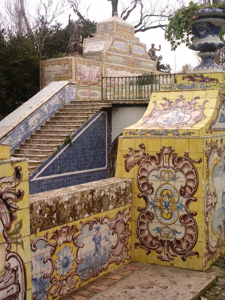 https://commons.wikimedia.org/wiki/File:Palacio_Queluz_Corredor_Mangas2.JPG