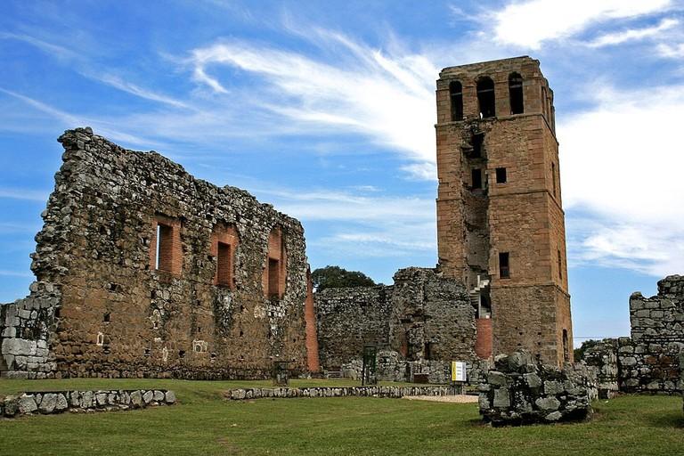 1024px-Torre_de_la_Catedral_en_Panamá_La_Vieja