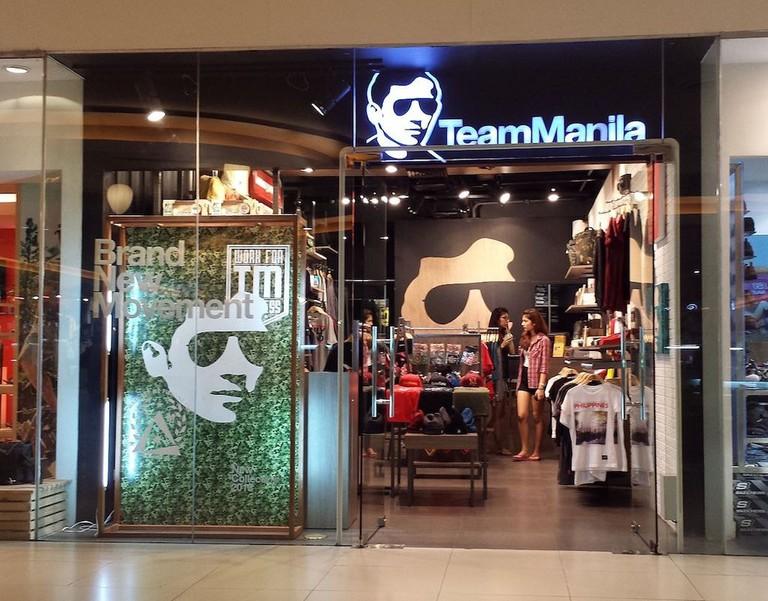 1280px-Team_Manila_in_Market_Market
