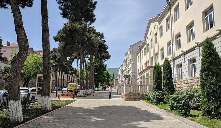 800px-A_view_of_Azatamartikneri_(Freedom_Fighters')_boulevard_in_Stepanakert