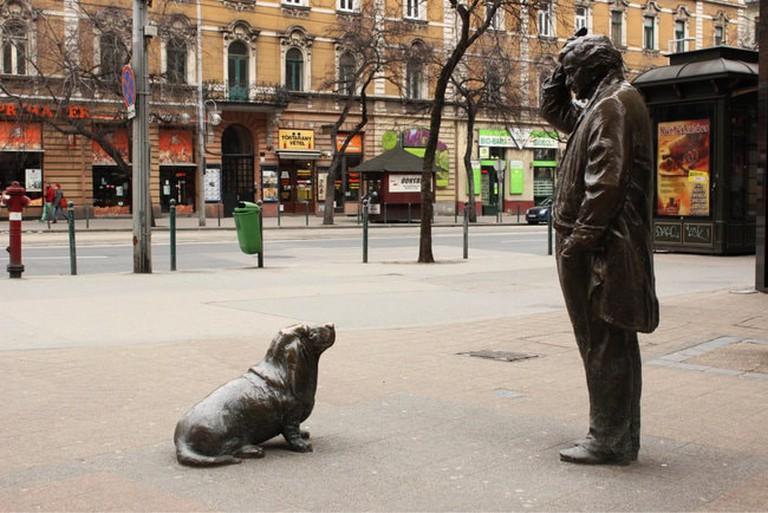 columbo-budapest-statue