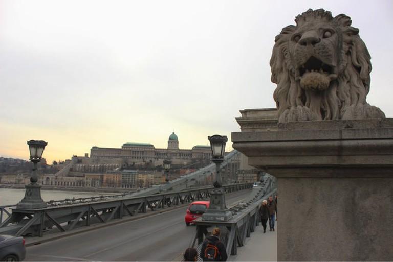 lions-budapest-statue