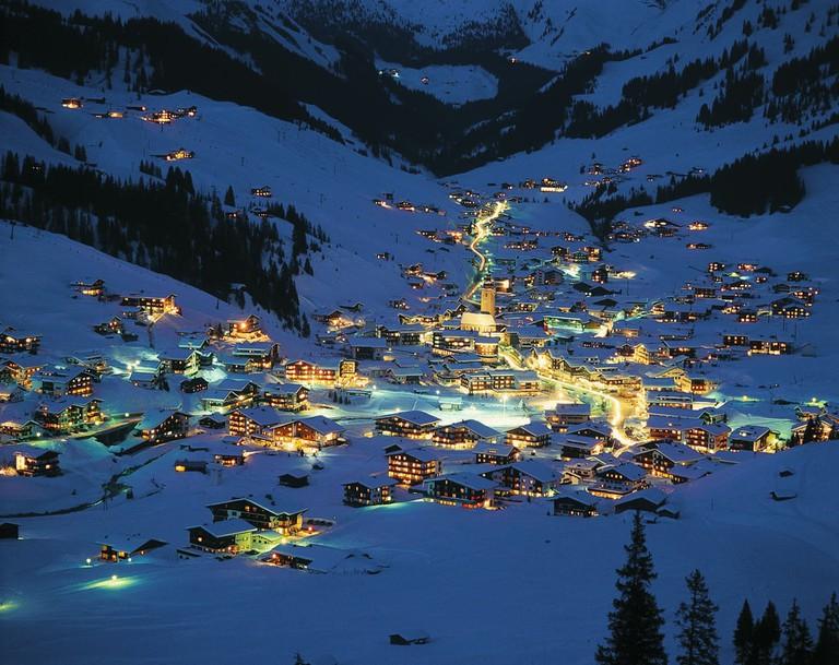 lowres_00000002930-lech-am-arlberg-winter-at-night-oesterreich-werbung-Josef Mallaun
