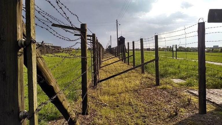 Majdanek_Double-Fence