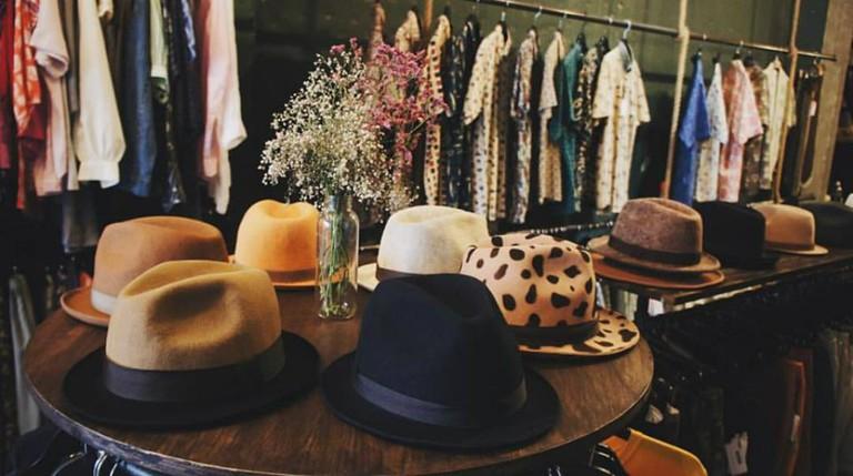 Thrift shoppin' | © Mayhem/Facebook