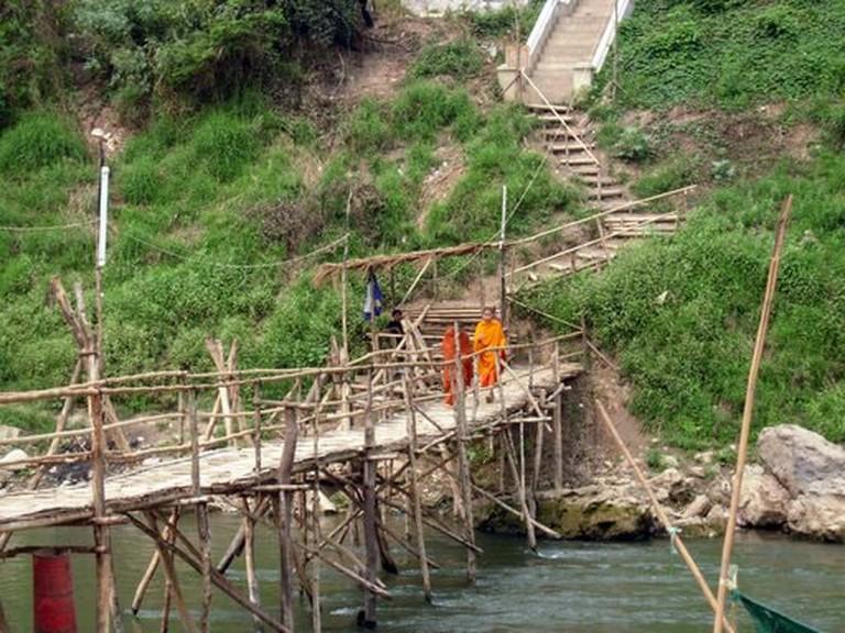 Nam_Khan_bamboo_bridge_in_Luang_Prabang