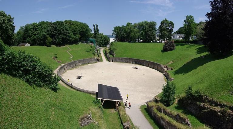 1024px-Trier_Amphitheater_BW_2013-07-08_12-54-25