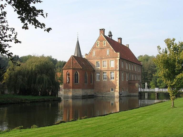 800px-Burg_Hülshoff_Havixbeck-6