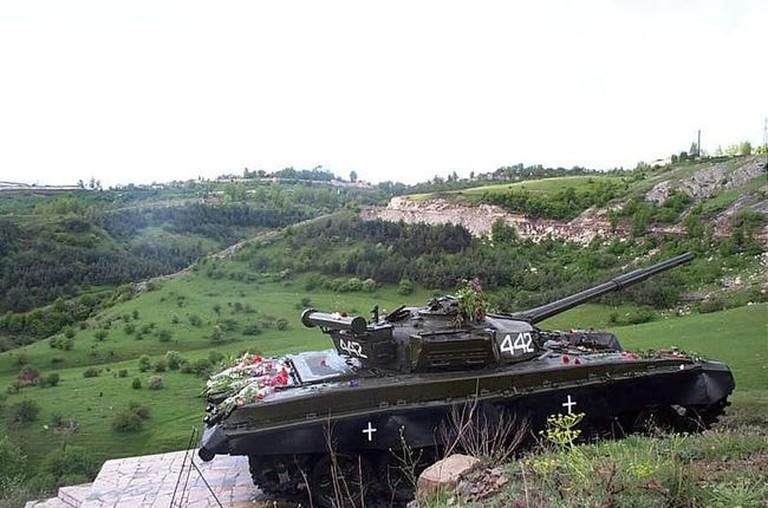 800px-Shushi_tank_memorial-DCP_3043