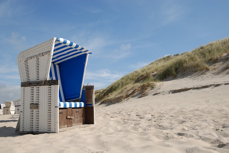 beach-chair-1264647_1280