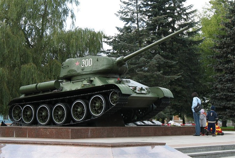 Bobruisk_city_statue2_BY