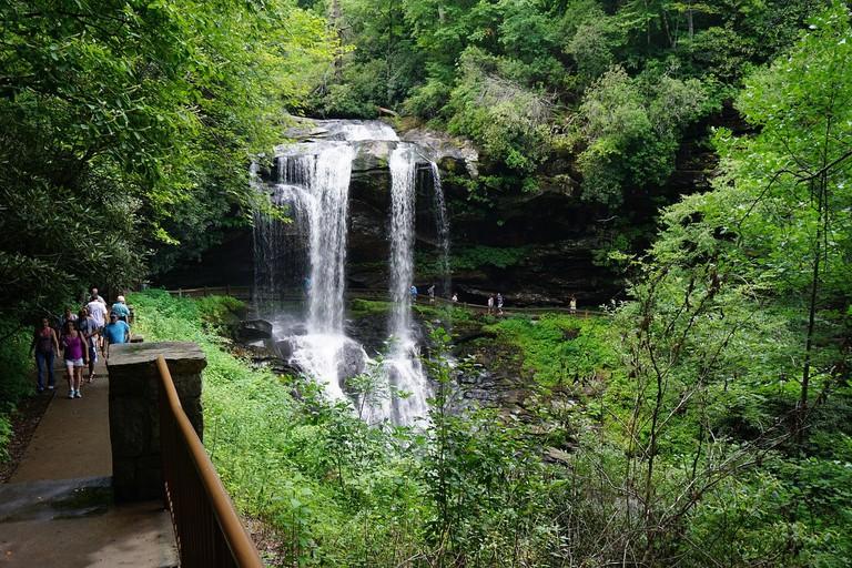 waterfall-1978665_1280