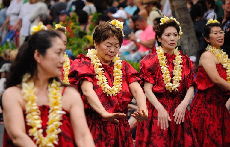 1024px-Honolulu_Festival_Parade_-_Tama_Hawaiian_Hula_(6869651206)