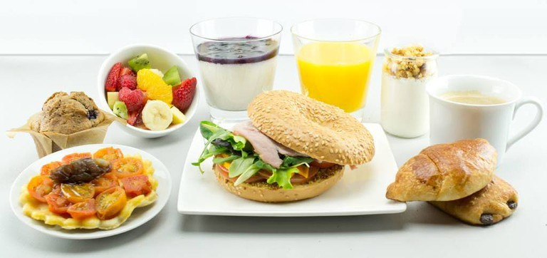 You can order a wide range of yummy breakfast and brunch items within a 15 km radius of Aix-en-Provence