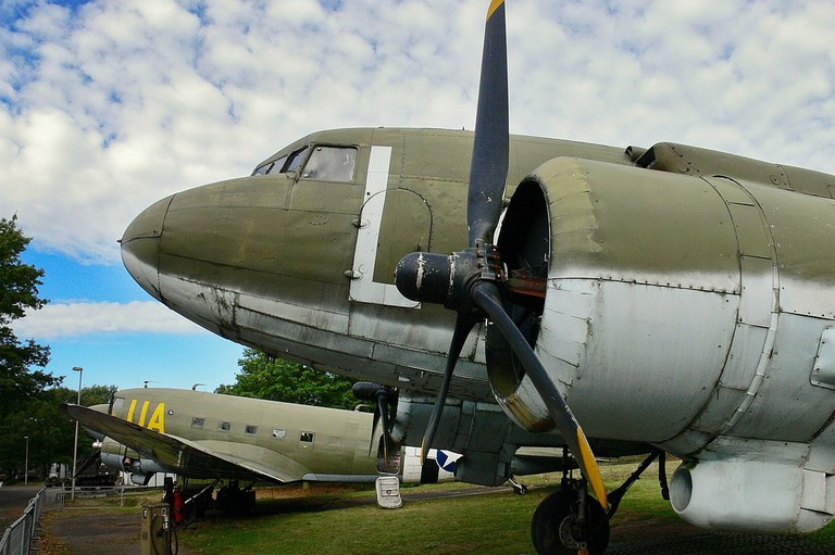 1200px-C-47s_Wings_of_Liberation_museum_Best_(6802513756)