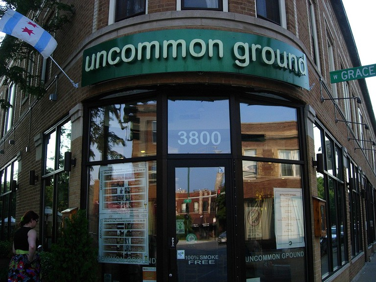 1200px-Uncommon_Ground_on_clark,_Chicago,_IL,_2011