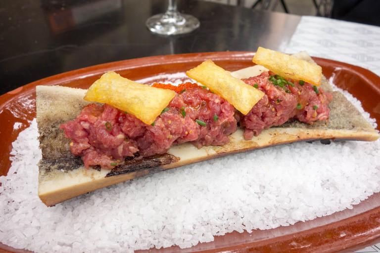 Bone marrow steak tartare at Suculent © Kent Wang