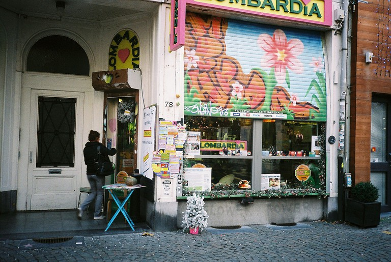Lombardia's colorful façade