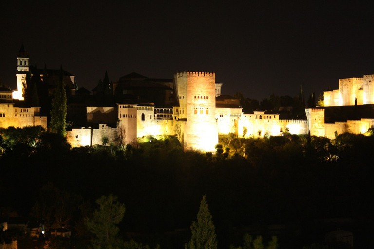 El Camborio has stunning views of the Alhambra at night