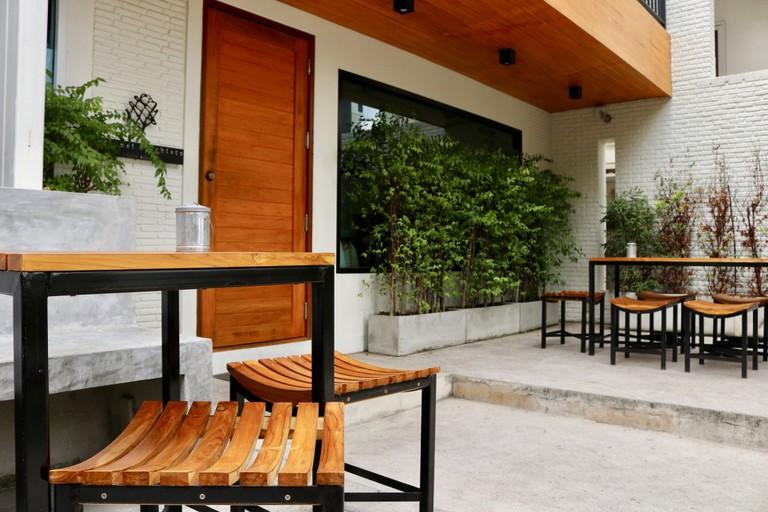 Outdoor seating at Ekkamai Macchiato