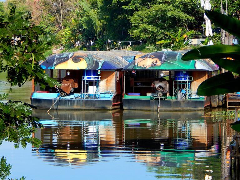 Floating restaurant boats