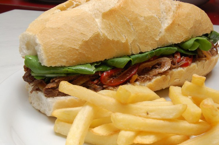 For customers without a sweet tooth, Omundo de Alicia offers a good selection of bocadillos