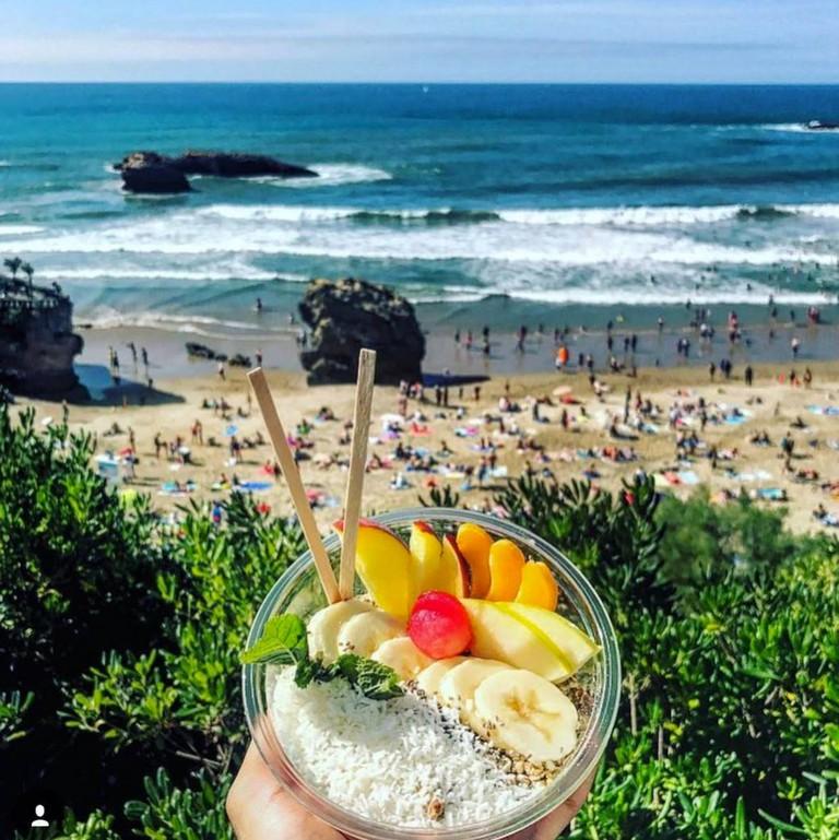 Go for an açai bowl after a surf session
