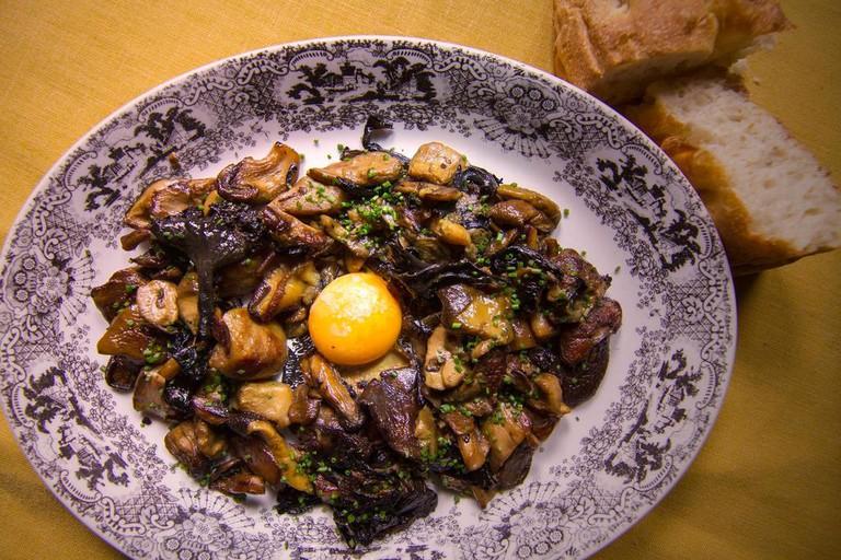 Forest mushrooms with egg yolk at el Asador de Aranda, Valencia