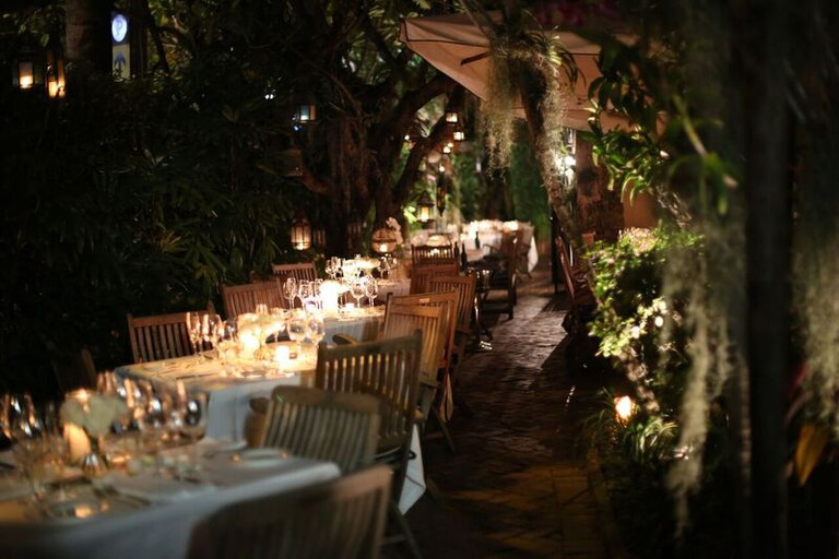 Casa Tua's garden by night