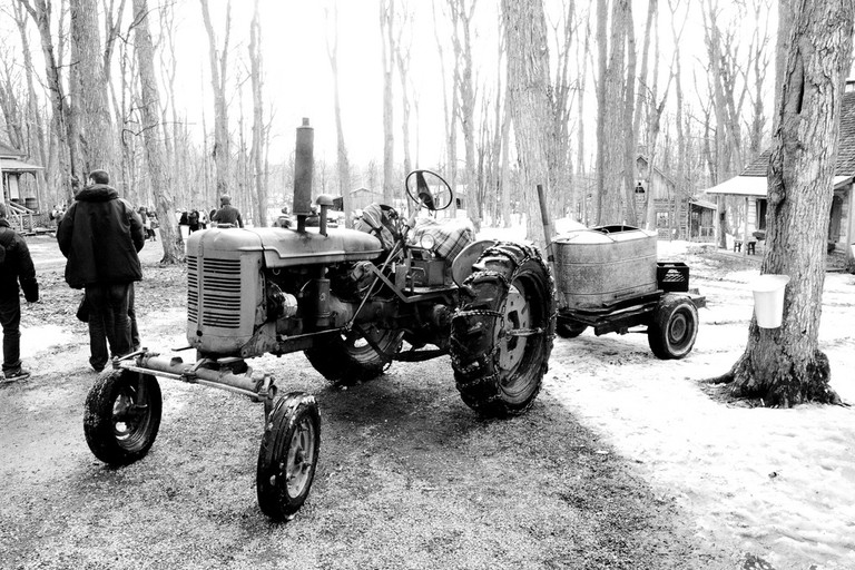 Old-fashioned tractor at Le Chalet des Érables