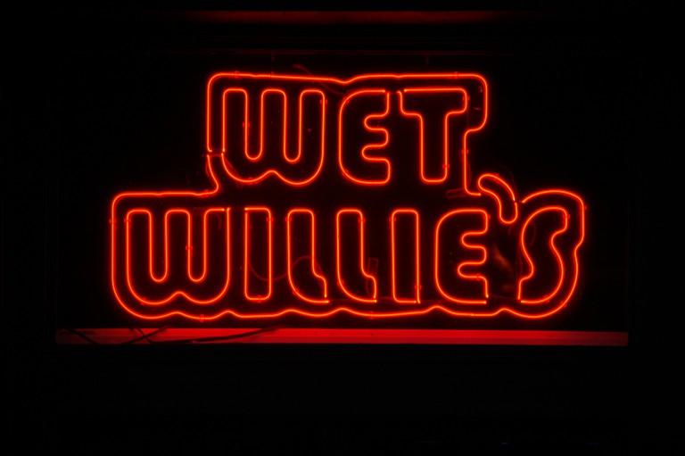 Wet Willie's sign