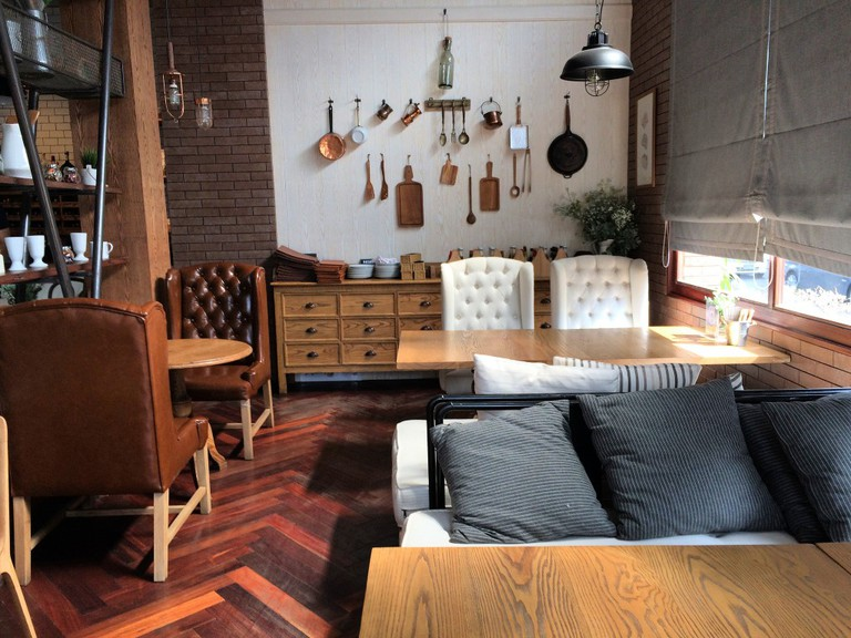 Warm Wood Cafe