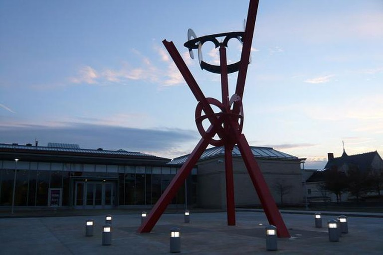 Mark di Suvero, Origins, entrance of the Currier Gallery of Art